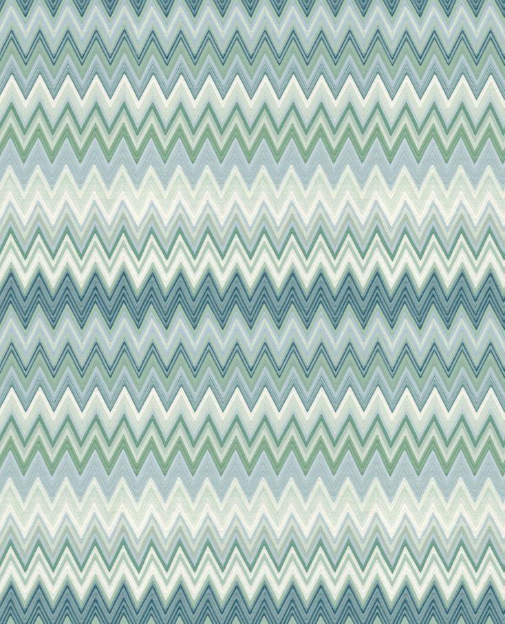 Per arricchire le stanze della vostra casa la carta da parati è la soluzione perfetta. Missoni Home Wallpaper Zigzag Multicolore 10063 Features The Iconic Missoni Chevron Pattern In Blue And Seagreen Tones With Precious Finishi Tappeti Arredamento