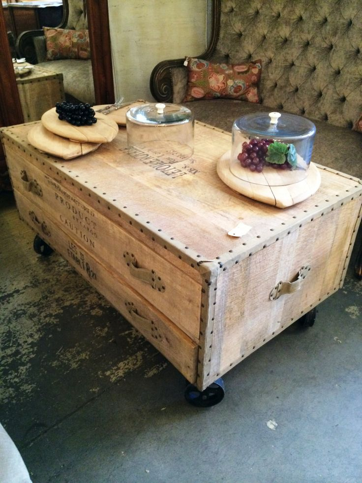 I love this coffee table!!!