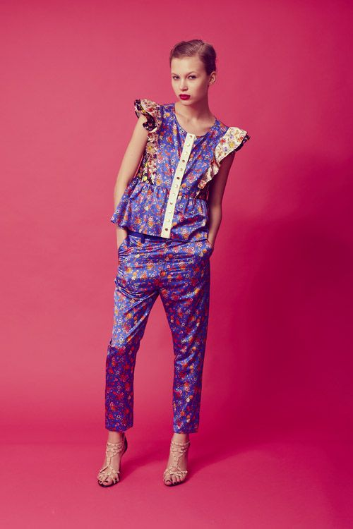 avie   blouse with a flower pattern           sarouel pants with a flower pattern