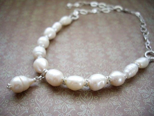 しずくを下げた オフホワイトパールのウェディングチョーカー ネックレス 結婚式 - Yoko's Jewelry