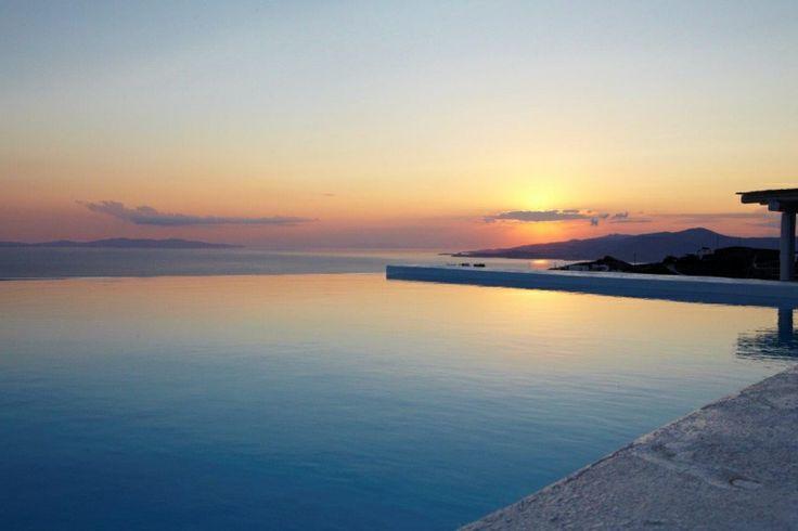 Amazing Pool of Gold Villa in Mykonos: http://instylevillas.net/property/gold-villa-mykonos/