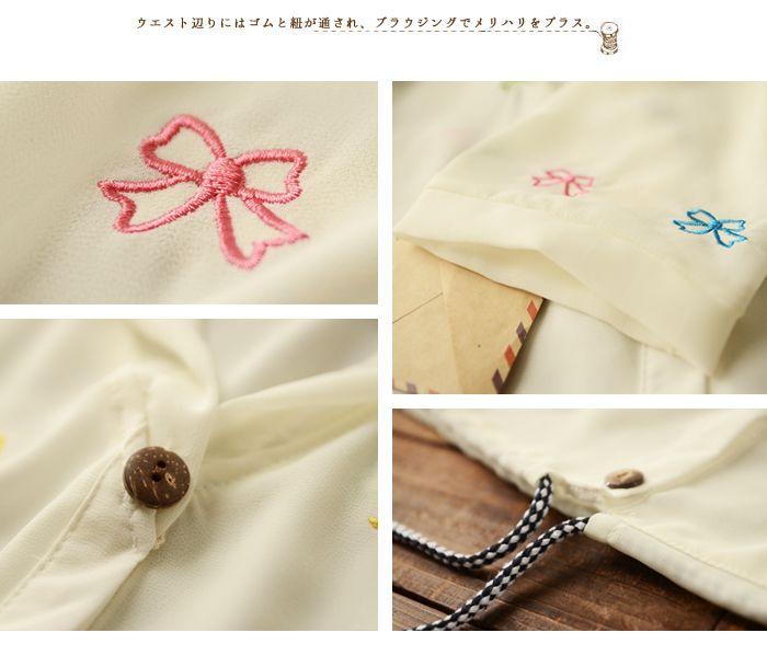 Куртки, ветровки : Свободная летняя куртка с капюшоном, украшенная мелкой вышивкой