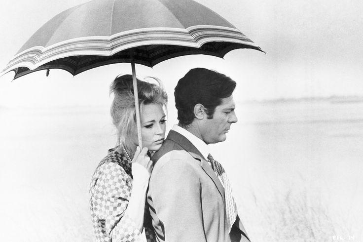 Otro icono de los '60, Faye Dunaway se convierte en una gran inspiración para esta temporada. Un moño jungle medio suelto con flequillo.