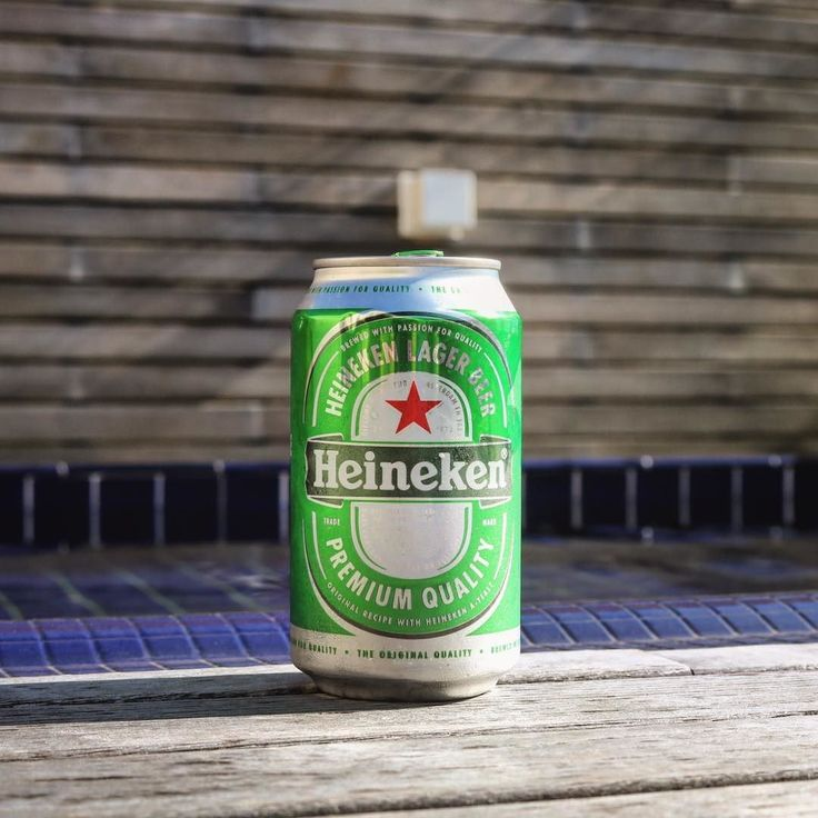 Nesse mesmo momento há uma semana atrás estava começando os trabalhos pré feriado  #sdds ___ Contagem regressiva pra sexta-feira continua e pra motivar ainda mais uma @heinekenbr geladinha vai sempre bem!  #bier #cervejaespecial #cervejaartesanal #bebamelhor #planetacervejeiro #lajehomepub #lovecraftbeer #liquidosagrado #pornbeer #beer #birra #cerveza #heineken #americanlager #vemsexta #confraria27 #beergeek #beersommelier