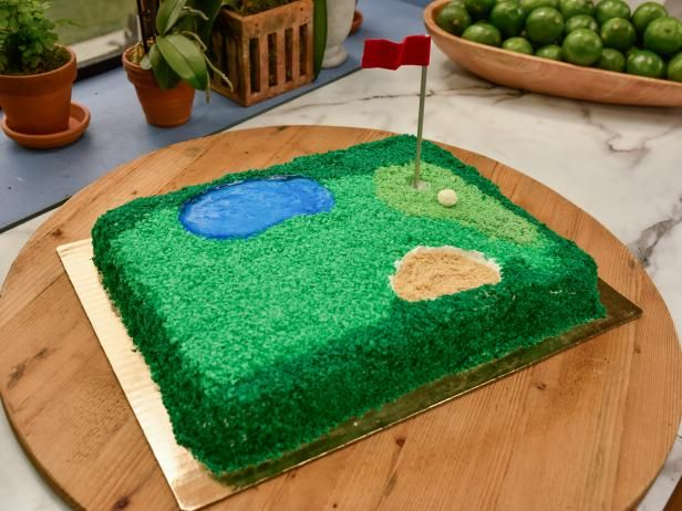 This Father's Day, serve up a dessert guaranteed to be a hole in one for any golf-loving dad. The Kitchen shows you a creative and fun way to decorate a cake to look like a miniature golf course!