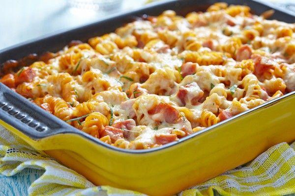 Βίδες με μπέϊκον, ντομάτες και τυριά στο φούρνο
