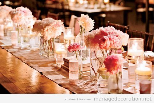 Chemin de table plein de roses