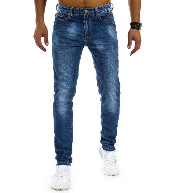 Modré pánske džínsy. Ľahko ošúchané. Zapínanie na lesklý zips. Model ľahko ošúchaný so zužujúcimi sa nohavicami. Dve vrecká na prednej strane. Dve vrecká na zadnej strane. Ideálne na každý deň.