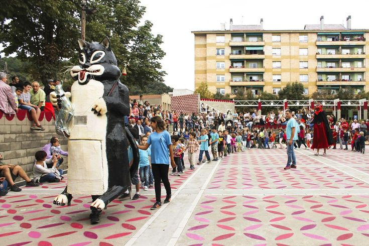 unparelld'arquitectes . Dressing up the Square . Olot  (6)