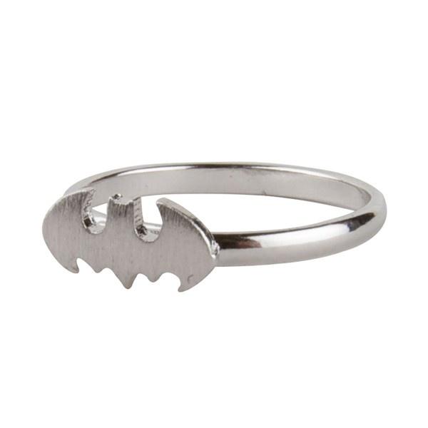 Je vois déjà cette petite bague Batman à mon doigt... Sur Minimall.fr !