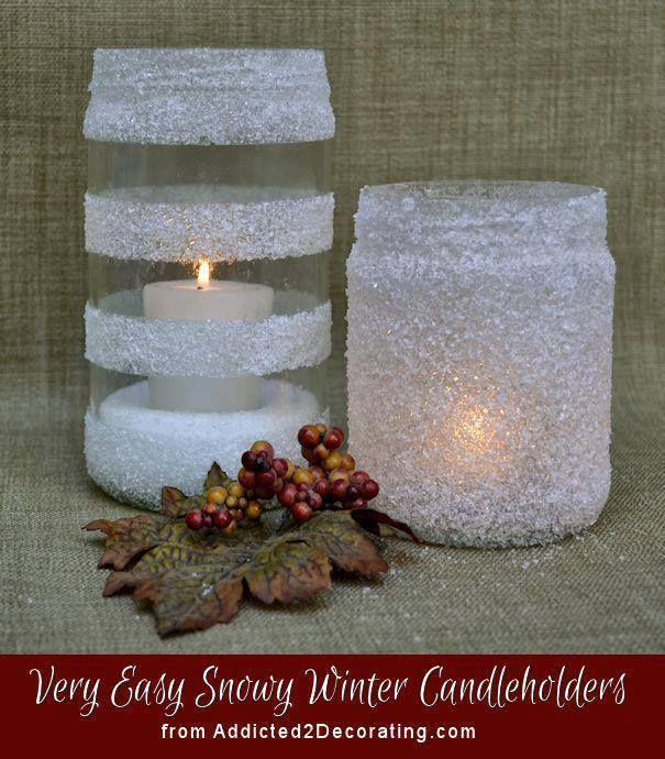 vasi di vetro decorati con neve artificiale