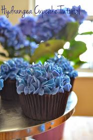 Tutorial on how to make hydrangea cupcakes