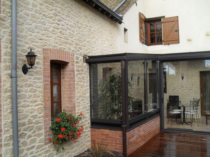 Mignonne petite maison de campagne au ravalement de fa ade imitation pierre d - Maison style campagnard ...