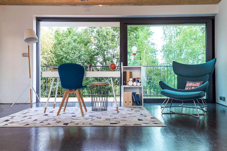 Une vue sur l'extérieur face à votre bureau pour optimiser votre créativité. Optez pour une grande baie vitrée ! http://www.oknoplast.fr/ #Oknoplast #BaieVitrée #Fenêtre #Vitre #Bureau #Décoration #Architecture #Maison
