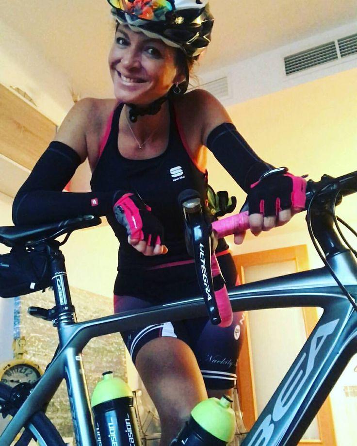 @missruthyogui - Día 2: 60kms terrassa-V-monistrol-V-terrassa Hoy he sufrido, niebla y mucho frío pero ya en casita  - #ChicasCiclistas #cycling #ciclismo #cyclinglife #cyclingwomen #cyclingkit #cyclingpics #cyclingphotos #cyclingwear #cyclinglegs...