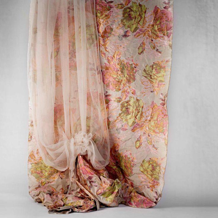 Queenmary#interiordesign#homestile#castellodelbarro#curtains