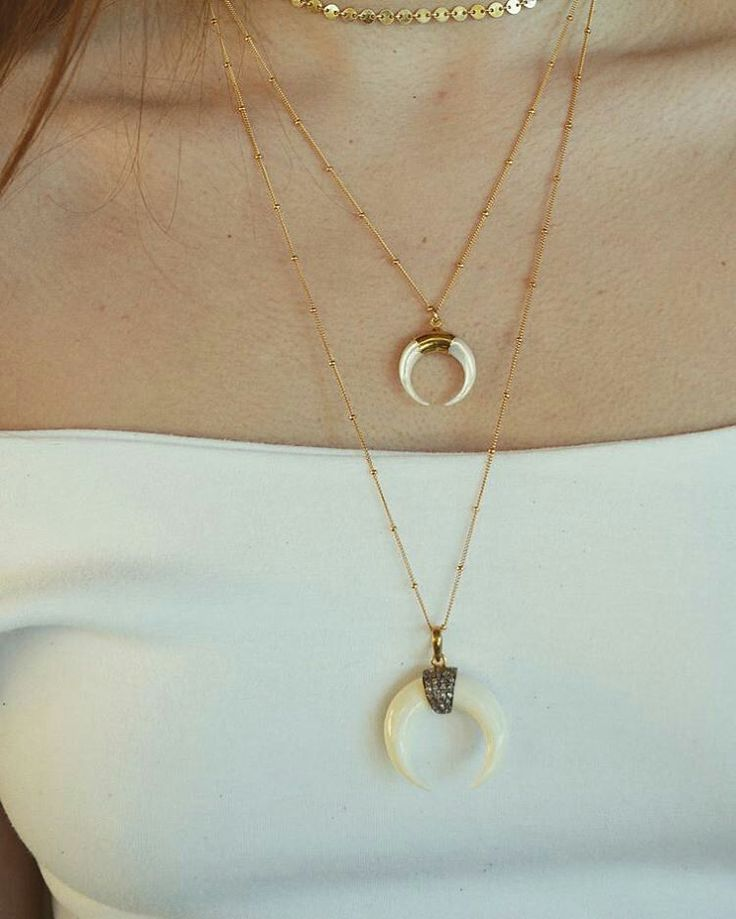Gold layers #friday 🌸🌸 #fridayvibes #weekendinspo #weekend #goldlust #crescentmoon #jewelrystyle #jewelry #jewellery #jeweleries #doublehorn #mop #Crystals #luxdivine #jewelrylayers #perthvibes #perthstylist #perthstyle #goldchain #chokers #minimaljewelry #discnecklace #lariatnecklace #bohoglam #boholuxe #Bohemian #festivalstyle #designerjewelry #perthblogger