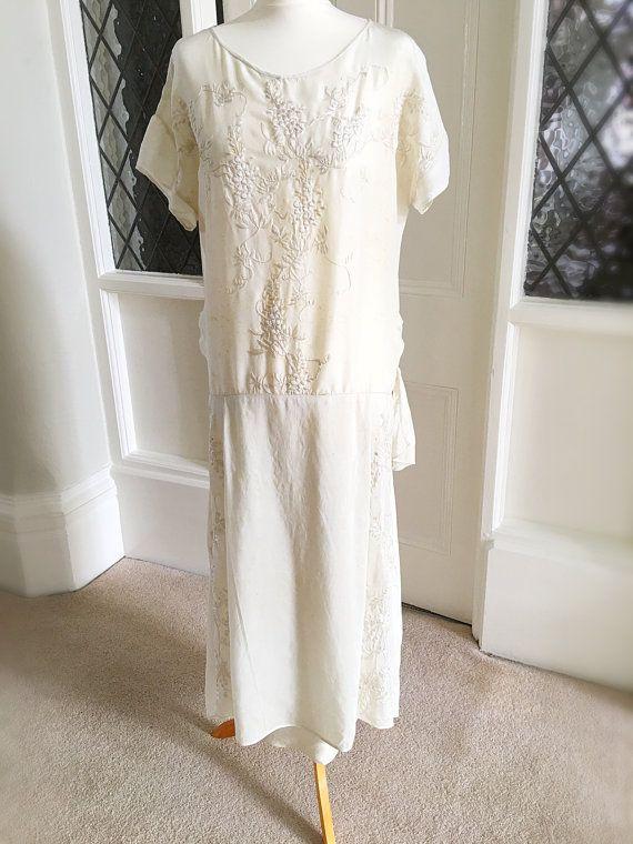 1000 id es propos de robe des ann es 1920 sur pinterest robes gar onnes robes des ann es. Black Bedroom Furniture Sets. Home Design Ideas