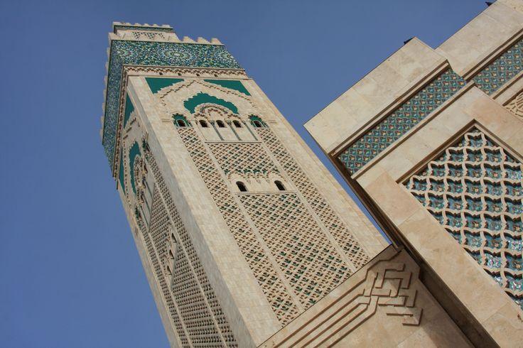 Este nao e um post sobre Casablanca… Porque da cidade pouco vimos. Casablanca e uma cidade comercial e industrial, com poucas atraccoes turisticas. A principal dessas poucas e a recente mesquita de Hassan II, construida entre 1980 e 1993, e terceira maior do Mundo. Situada mesmo junto ao mar, num promontorio rochoso junto a baia, …