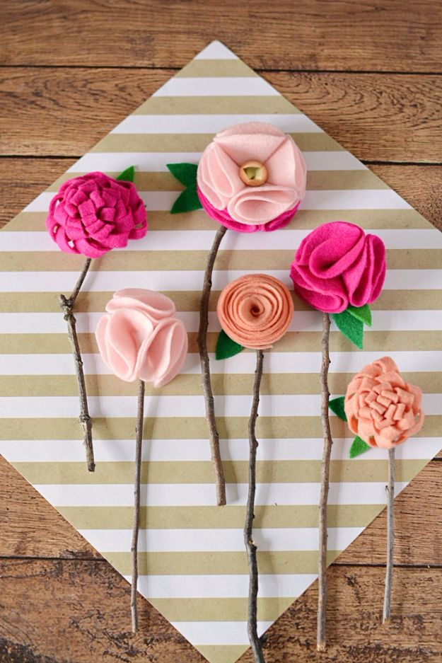 Cheap Crafts To Make and Sell - No Sew Felt Flowers With Twigs - Inexpensive Ideas for DIY Craft Projects You Can Make and Sell On Etsy, at Craft Fairs, Online and in Stores. Quick and Cheap DIY Ideas that Adults and Even Teens Can Make on A Budget http://diyjoy.com/cheap-crafts-to-make-and-sell