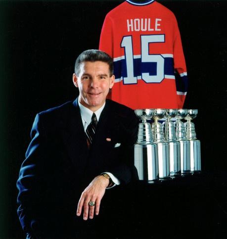 Réjean Houle a quitté la LNH après la conquête de la coupe Stanley de 1973 pour se joindre aux Nordiques de Québec de l'AMH, pour ensuite rentrer au bercail trois ans plus tard. Même s'il a mis fin à sa carrière sur la glace, Houle n'a plus jamais quitté l'organisation, occupant le poste de président de l'Association des Anciens Canadiens depuis 1983, poste qu'il a occupé jusqu'à ce jour, à l'exception des années 1995 à 2000, où il a été directeur général de l'équipe.