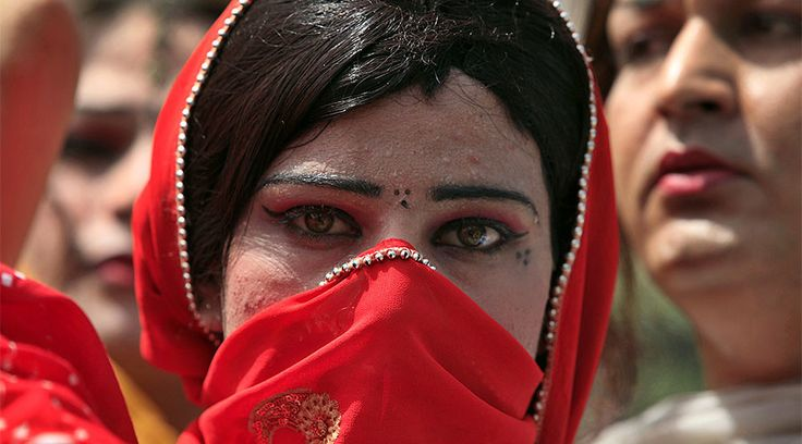 10 Men Arrested in Pakistan for Attacking a Transgender Woman | Transgender Universe