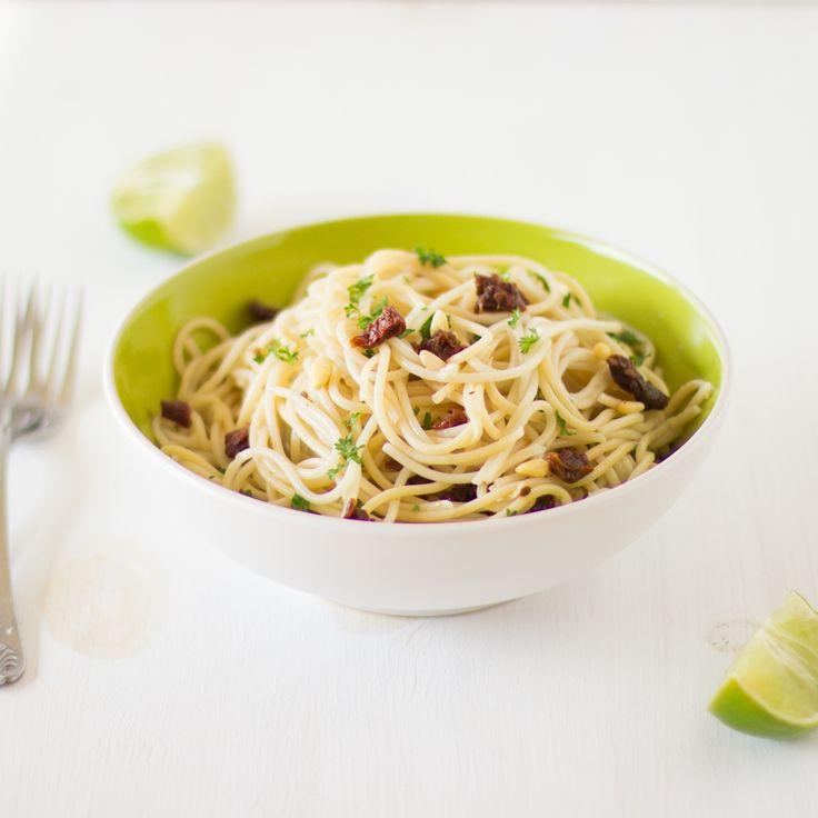 Lemon Garlic Spaghetti with Sundried Tomatoes via @Jess Liu Hylton | Jessiker Bakes as seen on @julieseatstreats #cookitcraftitshareit #featured
