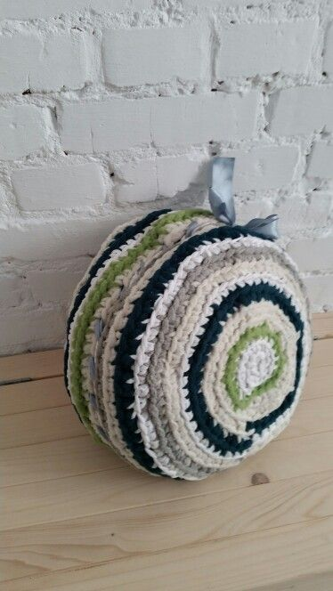 Crochet pouf made from old T-shirts-how to upcycle old clothes