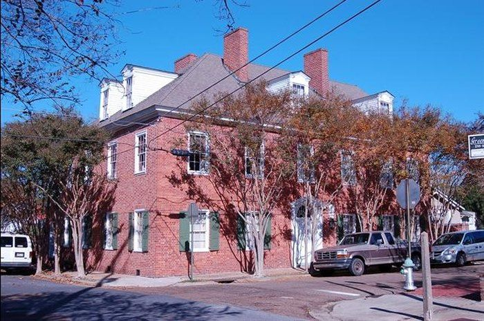 5 Texada Also Known As Old Spanish House Is The Oldest Capitol Building In The State Capitol Building Spanish House Natchez