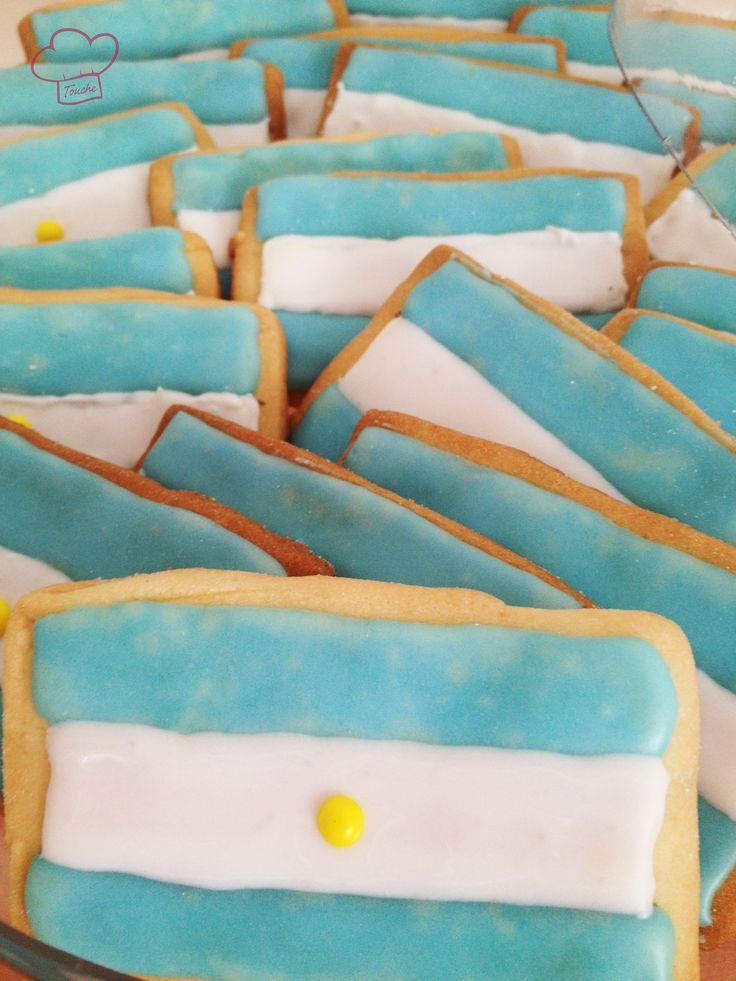 En esta imagen se muestra un lote de galletas con la forma de una bandera. Esta bandera representa a Argentina