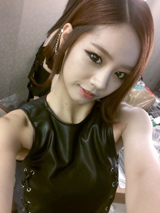 Girl's Day #Hyeri Leather Outfit + Smokey 'Bold 20-Year-Old' | Girl group Girl's Day's member #Hyeri revealed her charm. | Link: http://www.kpopstarz.com/articles/33689/20130707/hyeri-leather-outfit-and-smokey-makeup.htm