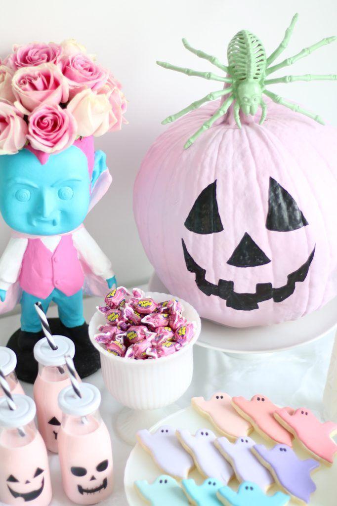 Pastel Halloween decor #halloweenhomedecor HALLOWEEN Pumpkins in