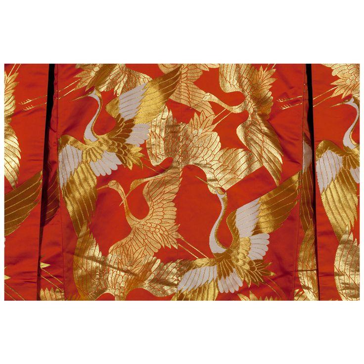 """Kimono ślubne """"uchikake"""" z wzorem żurawi w locie,  Muzeum Sztuki i Techniki Japońskiej Manggha"""