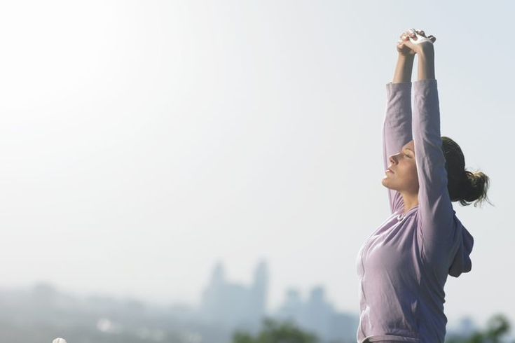 Cómo hacer un entrenamiento calisténico de todo el cuerpo. La calistenia son ejercicios que solamente requieren tu propio peso corporal. Si estás interesado en un entrenamiento de cuerpo entero, pero no tienes tiempo para ir al gimnasio o no tienes acceso a los equipos, una rutina de calistenia ...