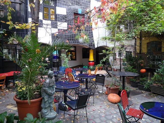 cafe hundertwasser wenen patio