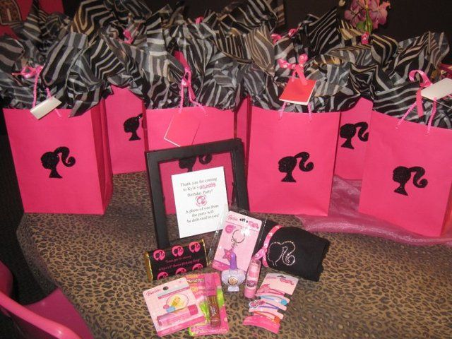 Favors at a Barbie Party #barbieparty #favors