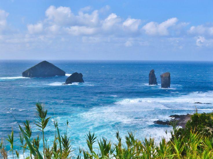 Západní strana ostrova s plážemi, Azory.