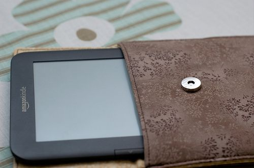 Fantastic Kindle case tutorial - I'd use a regular snap rather than a magnetic one though as I don't think Kindles and magnets play nicely together :)