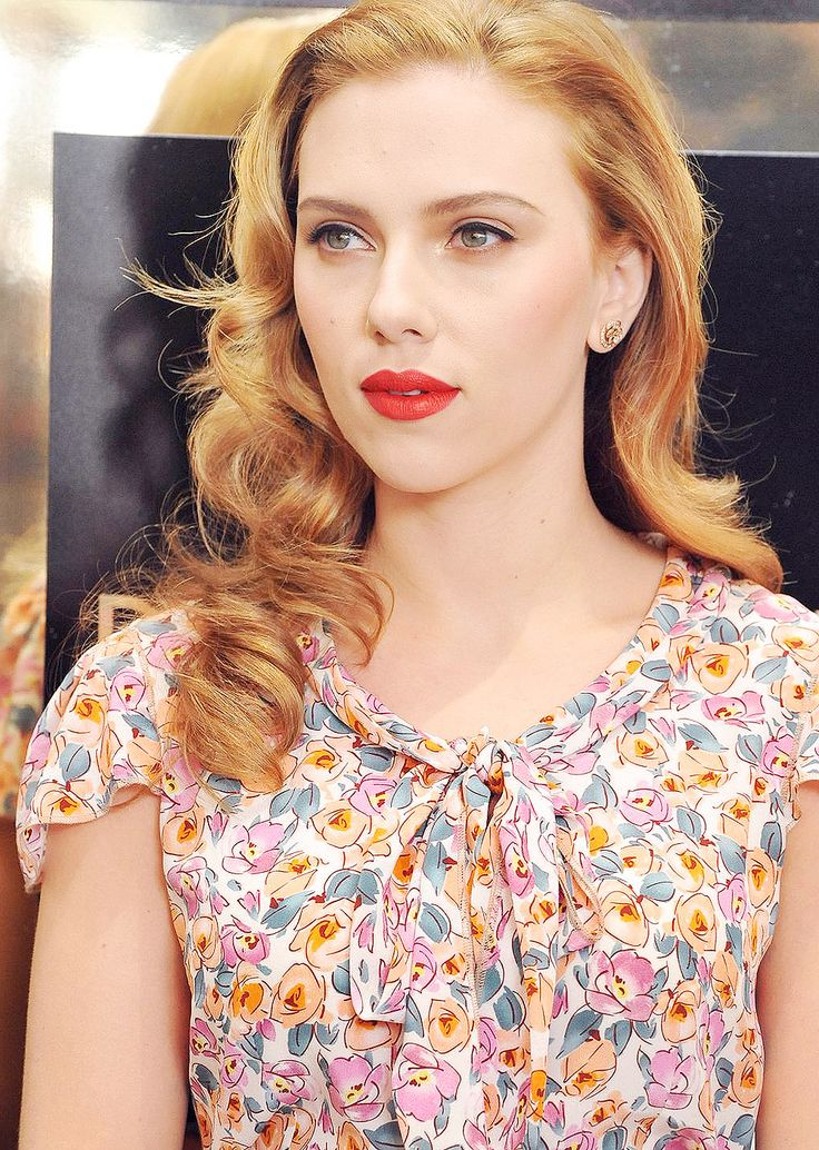 Scarlett Johansson has the perfect strawberry blonde color I've been looking for.