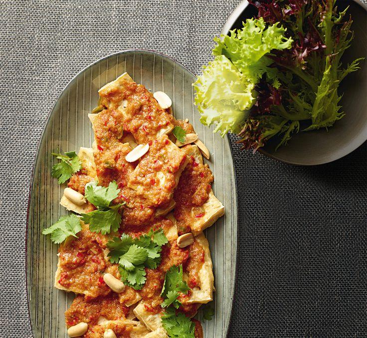 Il tofu piccante alla thailandese è uno sfizioso finger food veg di ispirazione etnica. Prova la ricetta di Sale&Pepe.