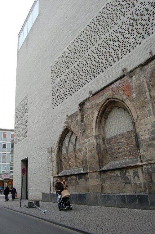「聖コロンバ教会ケルン大司教区美術館(2007年ドイツ)設計:ピーター・ズントー