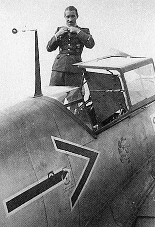 ✠ Adolf Galland (19 March 1912 – 9 February 1996) RK 29.07.1940 Major Kdr III./JG 26 + 24.09.1940 [3. EL] Major Kommodore JG 26 + 21.06.1941 [1. Sw] Oberstleutnant Kommodore JG 26 + 28.01.1942 [2. Br] Oberst Kommodore JG 26