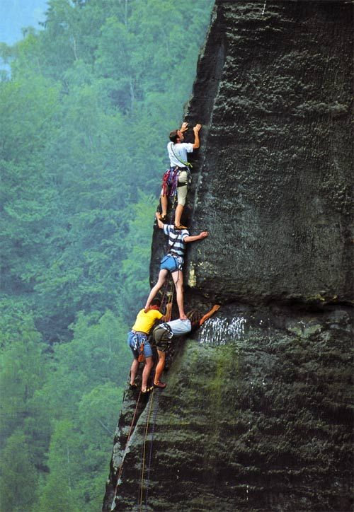 oh my....Teamwork, Friends, Crazy People, Rocks Climbing, Places, En Equipo, Mountain Climbing, Outdoor Adventure, Team Work
