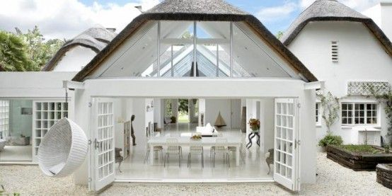 Relaxing Open-Plan White House Design | DigsDigs