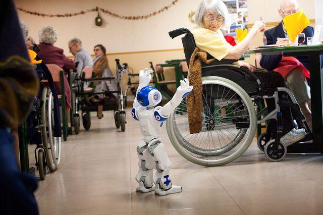 La maison de soins infirmiers Ô Balcons de Tivoli est équipée d'un robot Zora : une solution logicielle développée par QBMT pour piloter le robot NAO conçu par Aldebaran. Ce robot est utilisé par les infirmiers de la maison de soins