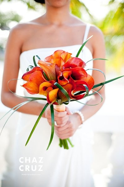 Perfect look for a wedding I am designing this month. Love the freshness of the lily grass with the orange callas.