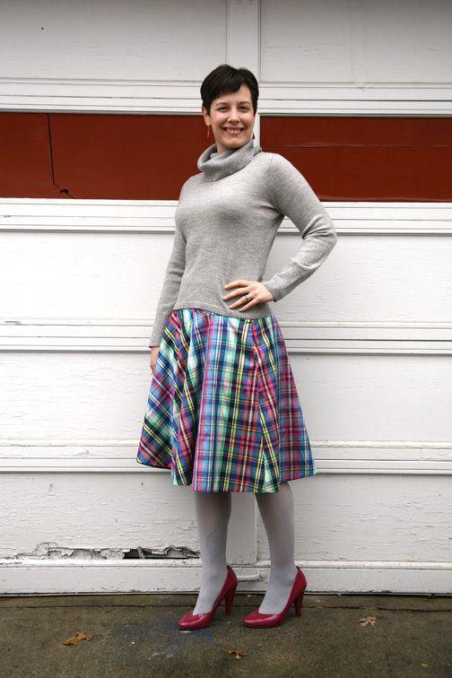 Cowlneck, plaid circle skirt, pink pumpsDaily Outfit, Awesome Skirts, Circle Skirts, Plaid Circles, Beautiful Outfit, Necks, Cuadros Escoces, Bright Plaid, Circles Skirts