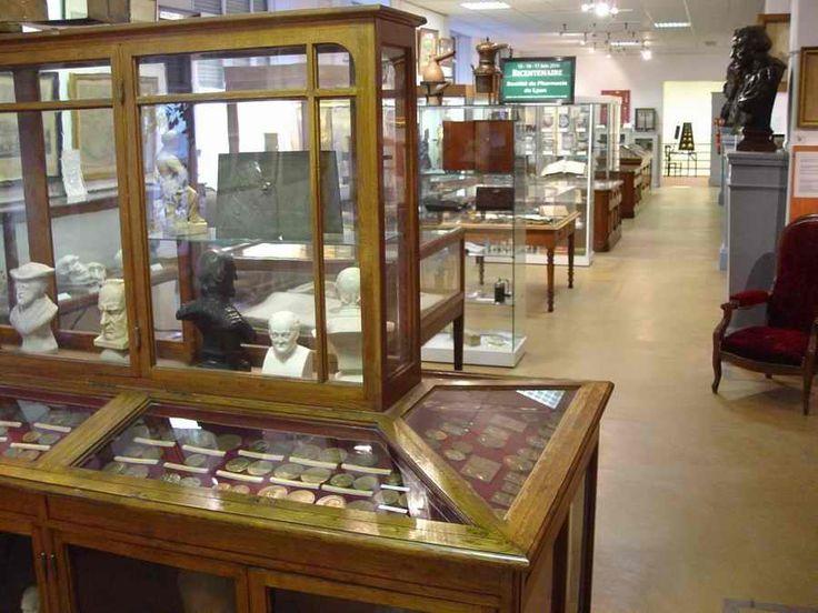 C'est Alexandre Lacassagne qui, à la fin du siècle dernier, a créé le Musée Historique de la Médecine et de la Pharmacie.