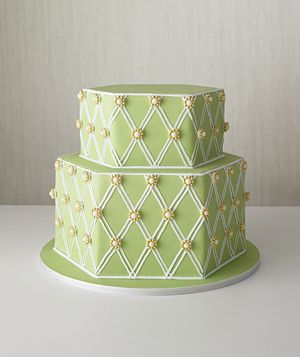 Perfect for a garden wedding, this hexagon-shaped green cake features a dainty pattern of white pearls surrounded by a cluster of mini gold pearls.