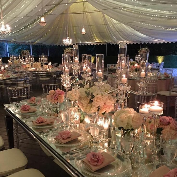 This romantic #tablescape just melts our hearts